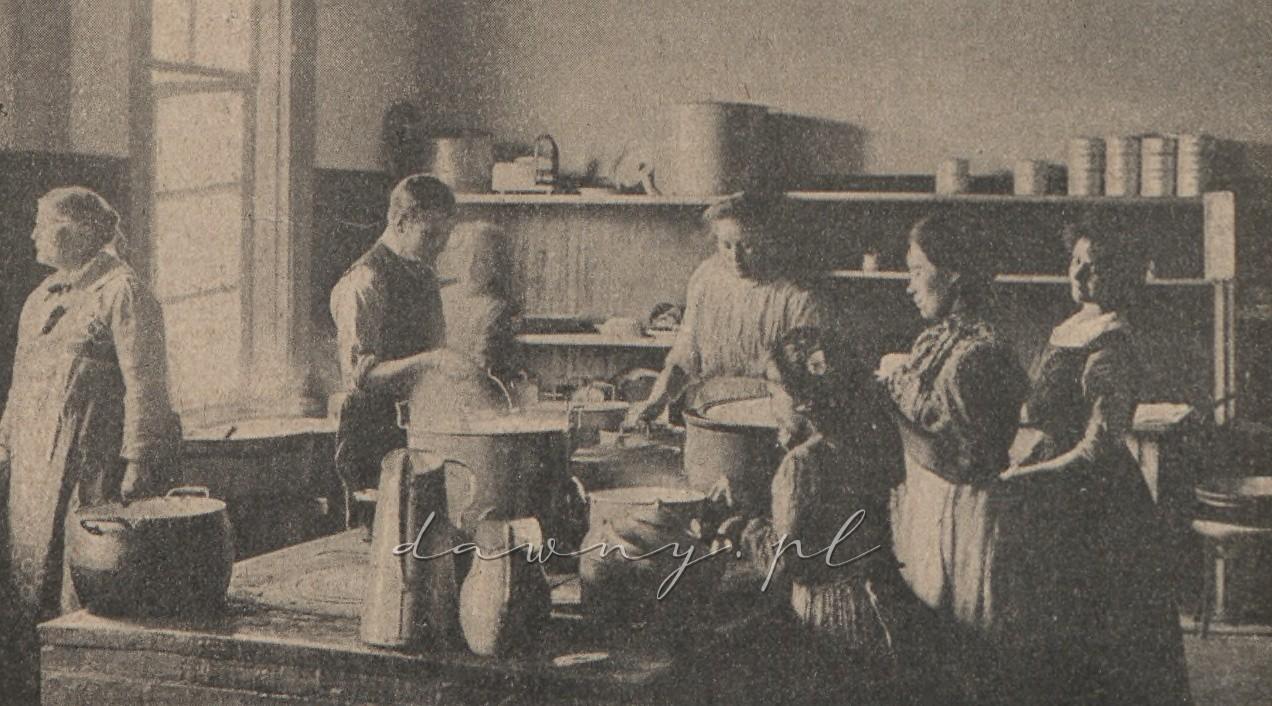 Kuchnia zakładowa (przy oknie gospodyni p. Kozłowska)