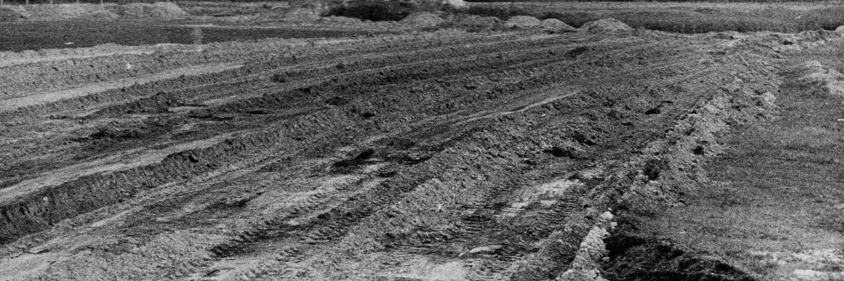 Niwelacja terenu pod boisko treningowe. 15 pażdziernika 1958