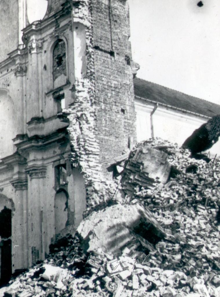 Kościół św. Trójcy w Kobyłce, rok 1944
