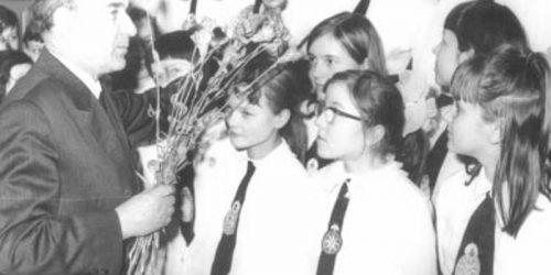 Rok szk. 1971/72. Pożegnanie wieloletniego kierownika szkoły Jana Olszewskiego.